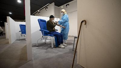 Si parte con nati nel 1956, vaccinati con Astrazeneca