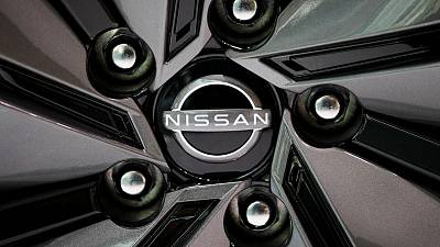 Nissan vende su participación en Daimler, siguiendo a Renault