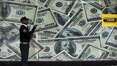 MERCADOS GLOBALES-Acciones y retornos bonos Tesoro caen; dólar avanza