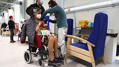 España suma 4.515 casos y 106 muertes por COVID-19