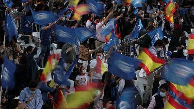 Ayuso, contraria a las restricciones, gana las elecciones de Madrid, según un sondeo