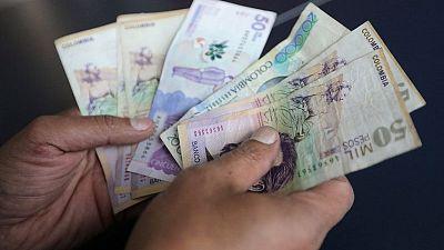 MERCADOS A.LATINA-Cierran débiles por alza del dólar; peso colombiano lidera tendencia por crisis
