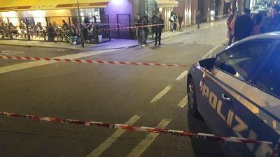 Poliziotto spara a uomo armato di coltello