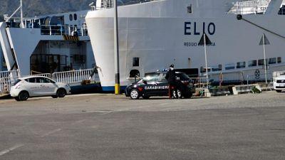 Su nave in servizio sullo Stretto, incidente durante approdo