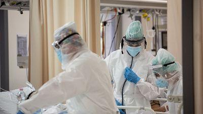 Oltre 42mila tamponi, crescono i ricoveri in terapia intensiva