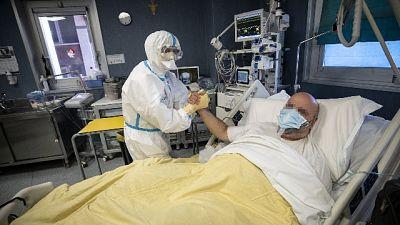 Totale vittime sale a 2.240 da inizio pandemia