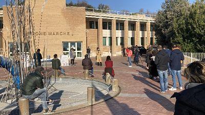 'Aprite le scuole' in 50 davanti a Regione Marche