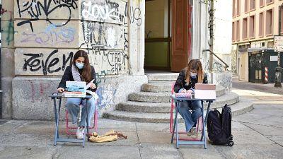 Protesta a Torino. 'E' accanimento, non siamo veicolo contagio'