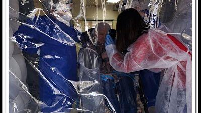 Rosa, 93 anni, sotto una stanza gonfiabile ritrova i suoi figli