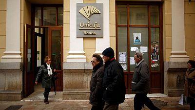 Los españoles Unicaja y Liberbank superan los pronósticos pese a las provisiones