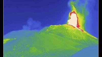 E' il 12esimo del 16/2. Nube eruttiva alta 6 km, colata di lava