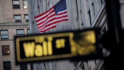 Wall St abre plano tras dato empleo EEUU, farmacéuticas amplían declive