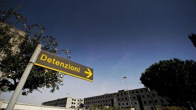 Intercettato dalla Polizia Penitenziaria dietro l'area detentiva
