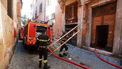 A Roma 66enne si butta dal terzo piano, grave il marito