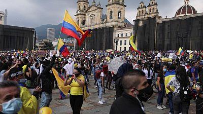 Colombianos acuden a octavo día de protestas masivas tras violencia nocturna