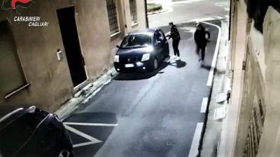 Danni a 16 auto in una notte nel Cagliaritano,istruzioni su chat
