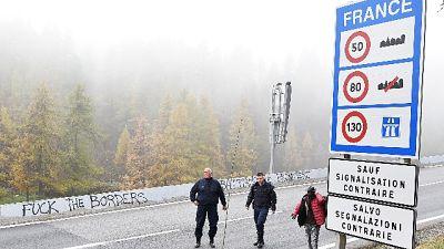 Spari al confine del Monginevro, 13enne è sotto choc
