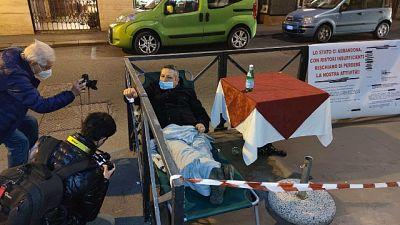 La protesta a Torino dopo una ingiunzione per l'affitto