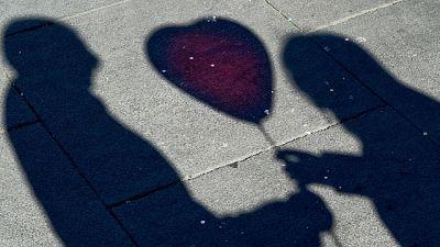 Al Valduce di Como,palloncino a forma di cuore per mamma operata