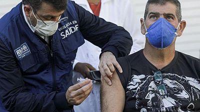 البرازيل تسجل 73295 إصابة جديدة بكوفيد-19 و2811 وفاة