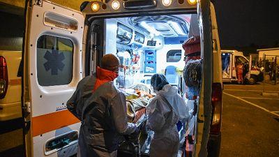 Momenti di tensione tra medici e familiari pazienti in attesa