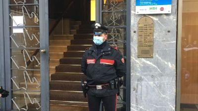 Sarebbe stato colpito da coltello da cucina,indagano carabinieri