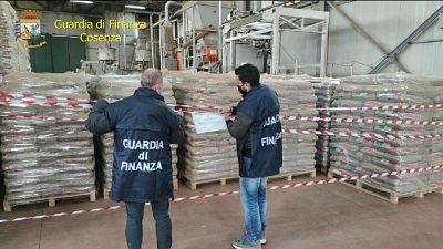 Sigilli della Gdf a impianto in Calabria. Marchio taroccato