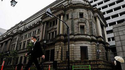 Los miembros del Banco de Japón acuerdan concentrarse en los bajos tipos ante la pandemia