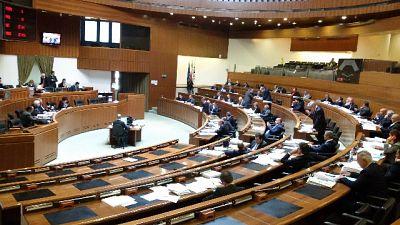 """Incontro """"proibito"""" irrompe in Consiglio,opposizione occupa Aula"""