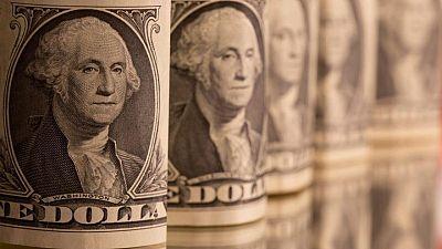 Dólar opera cerca de mínimos de 2021, mercado espera minutas de la Fed