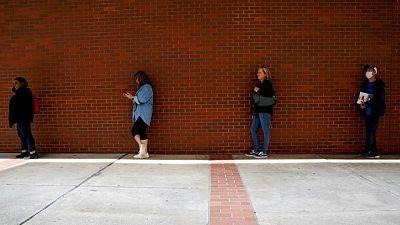 تراجع أكبر من المتوقع لطلبات إعانة البطالة الأسبوعية الأمريكية