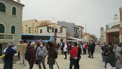 Proteste Corisicilia davanti casa commissario, lasciateci aprire