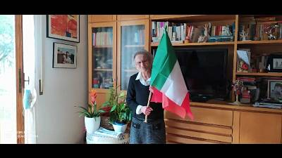 'Nonna' Città di Castello fa esporre bandiera su balcone di casa