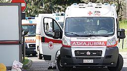 Travolto mentre attraversa la strada, muore 16enne a Udine