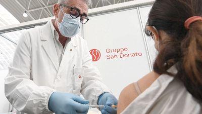 Virologo a sorpresa nel centro dell'hinterland di Milano