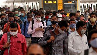 أكثر من 400 ألف إصابة كورونا في الهند وتحذيرات من موجة جديدة في أفريقيا بسبب نقص اللقاحات