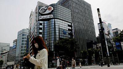 تراكم جرعات لقاح كوفيد-19 في اليابان مع بطء حملة التطعيم