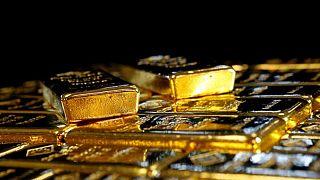 Oro sube por sexto día, caída de rendimientos de bonos mejora su atractivo