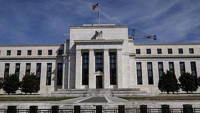 Operadores de futuros reducen apuestas sobre aumento de tasas de interés de la Fed en 2022