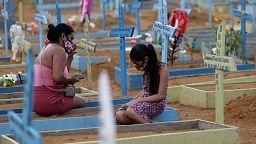 Brasil registra 2.165 nuevas muertes por COVID-19, total decesos alcanza 419.114