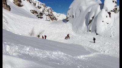 Coinvolta con altri scialpinisti, slavina staccata sulla Rozes