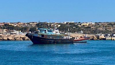 Cinque barconi soccorsi nel giro di poche ore, hotspot pieno