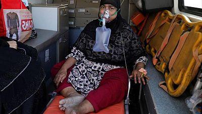 إصابات كورونا في الهند تنخفض من ذروتها وتزايد الدعوات إلى الإغلاق العام