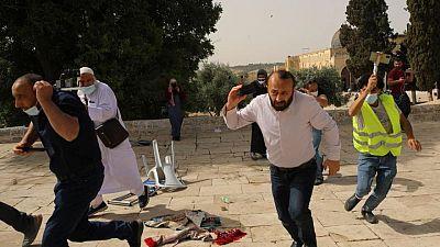 إصابة أكثر من 300 فلسطيني في اشتباكات عند المسجد الأقصى