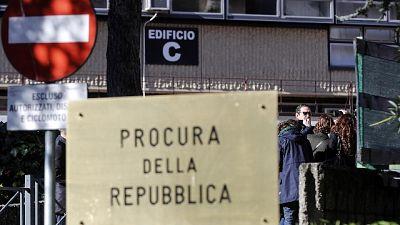 E' accaduto a Roma. Lieve ferita, carabinieri fermano rapinatori