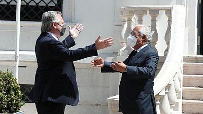 """Presidente argentino pide """"comprensión"""" a FMI y dice se necesita trabajar más en acuerdo UE-Mercosur"""