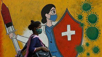 """Complicaciones por """"hongo negro"""" agravan problemas de COVID-19 en India"""