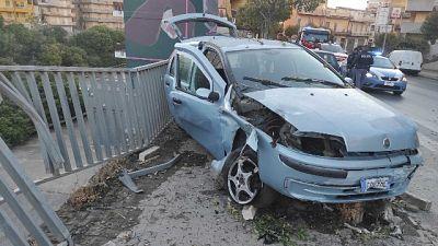 Vittima ha 22 anni, auto era guidata da amico senza patente
