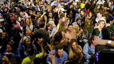 Intercambio de acusaciones en España tras las fiestas callejeras al levantarse el estado de alarma
