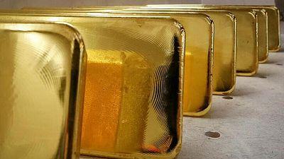METALES PRECIOSOS-Oro opera estable mientras atención cambia a dato de inflación en EEUU